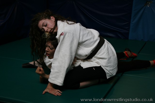 Indra sable_vs_indra_pic5_london_wrestling_studio